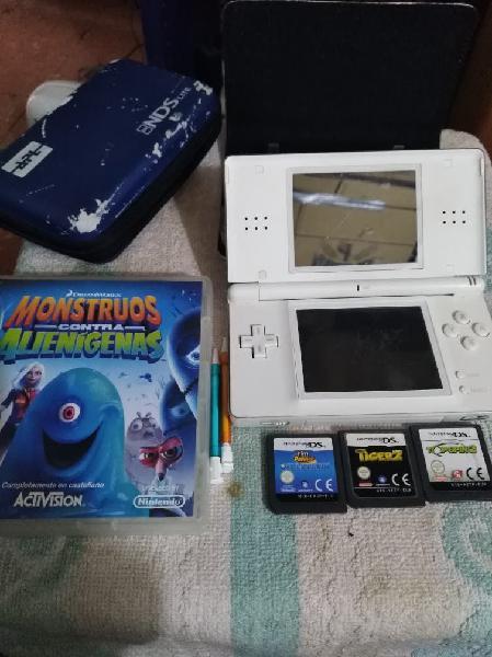 Nintendo ds lite con juegos y accesorios