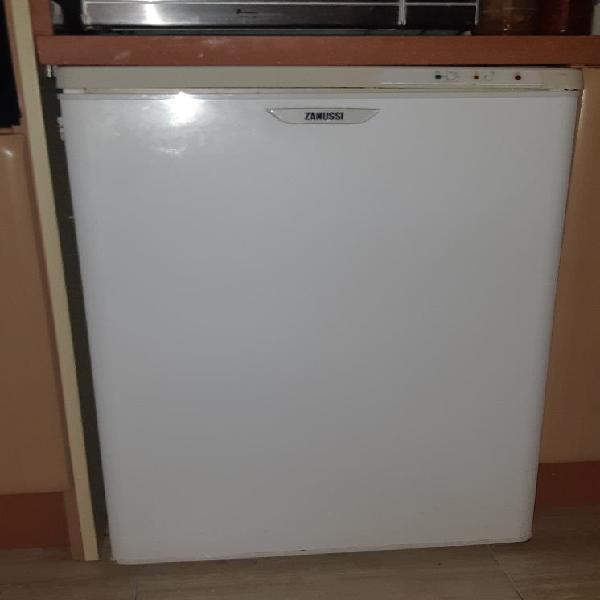 Zanussi congelador vertical 85 cm x 55 cm sin gas