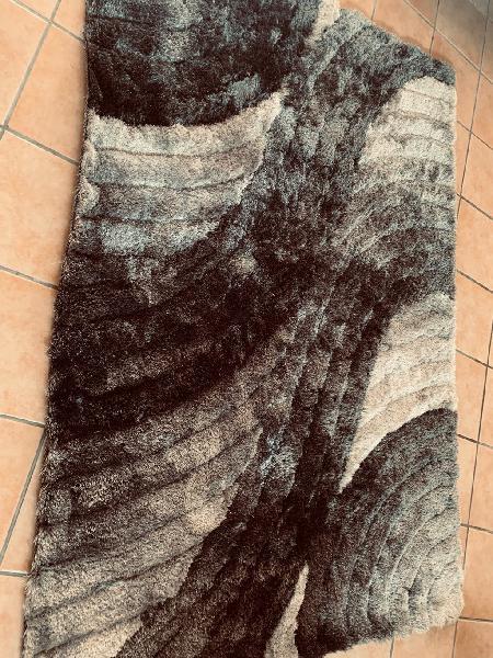 Alfombra pelo largo gris negra
