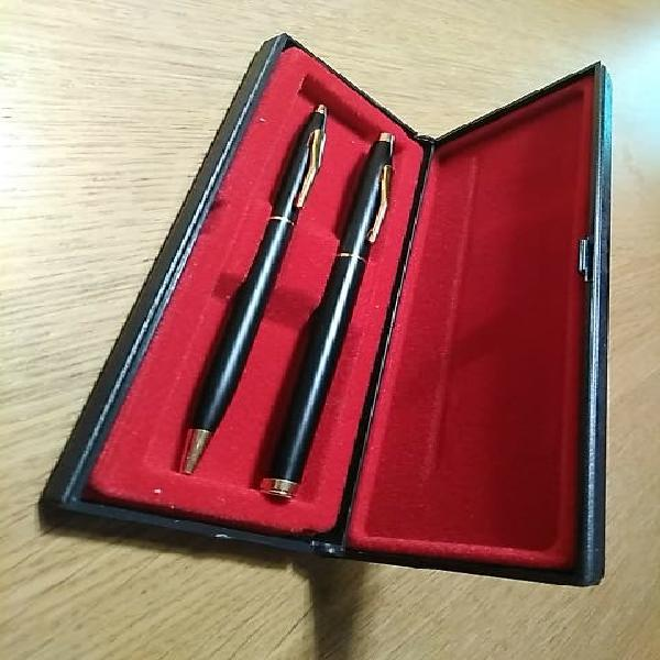 Pluma y bolígrafo