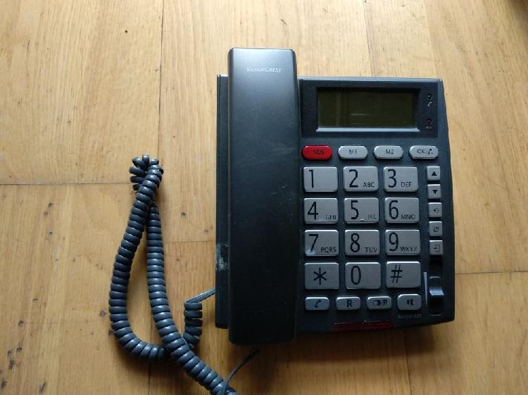 Teléfono persona mayor con telealarma