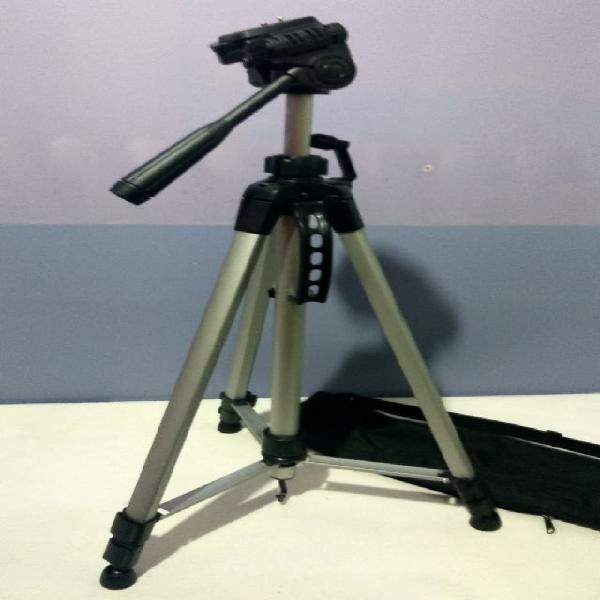 Trípode para cámaras fotográficas y videocámaras.