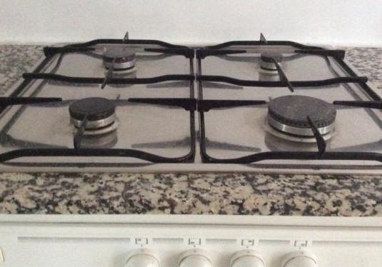 Placa cocina gas con cuatro fuegos