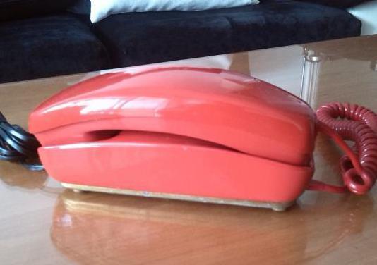 Telefono gondola rojo.