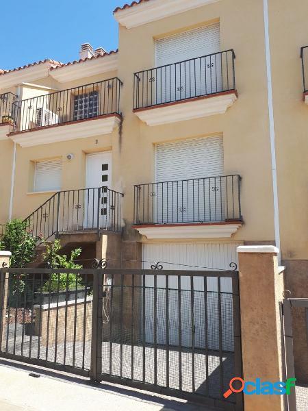 Adosado de 120 m2, con 3 dormitorios, Terraza. Garaje. A 200 M DEL MAR 2