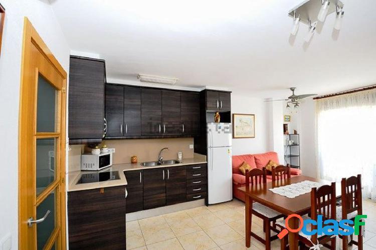 Apartamento de 62 m2, consta de 2 dormitorios. a 3 mitos del puerto