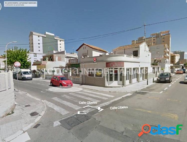Terreno urbano en segunda linea playa gandia. 417 m2 de parcela con dos casitas.