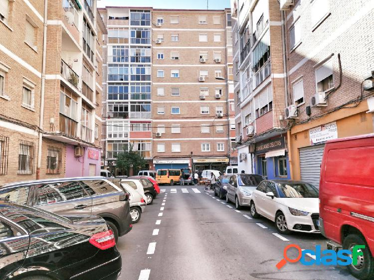 Embargo bancario - local comercial diáfano en el barrio de las delicias. superficie de 58 m2