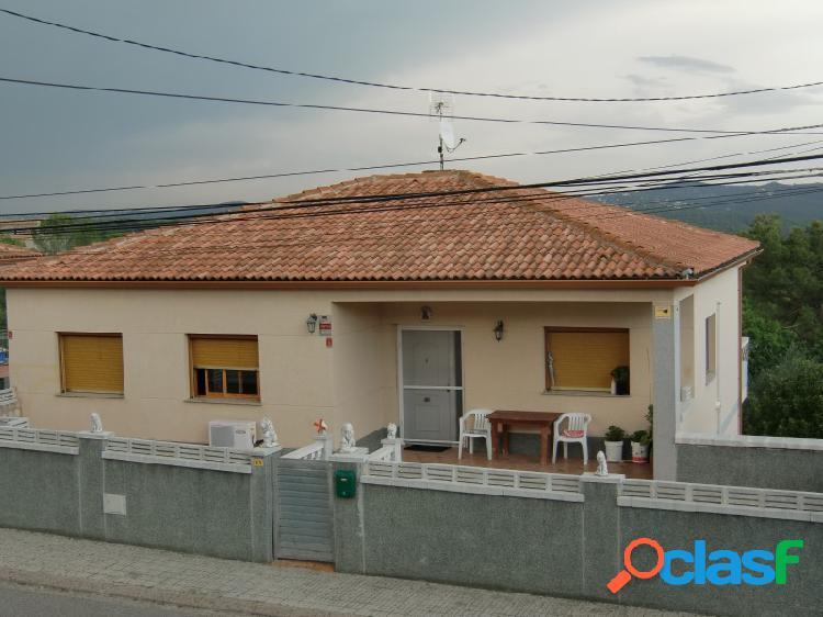 Casa de 240 m2 dentro de parcela de 840 m2 de terreno, dividida en 2 viviendas independientes 3