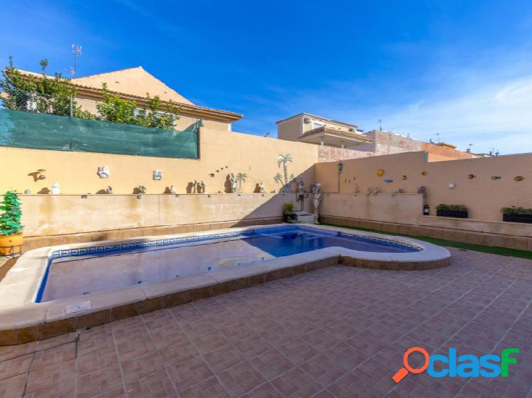Aguas nuevas, villa semi-detached con piscina privada