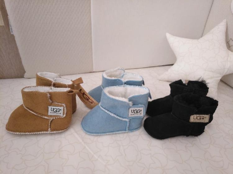 Botas con borrego ugg bebé (20€ el par)
