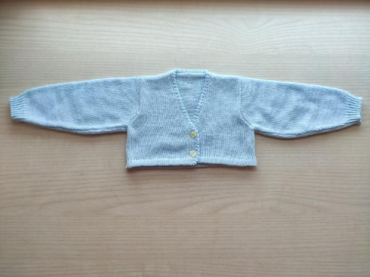 Chaqueta punto bebé hecha a mano