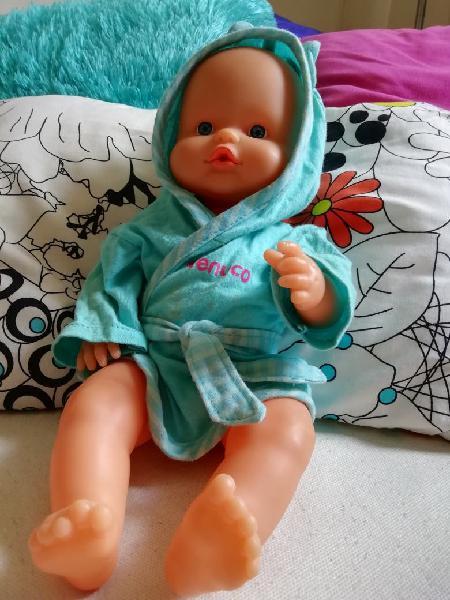 Muñeco nenuco hace pipí