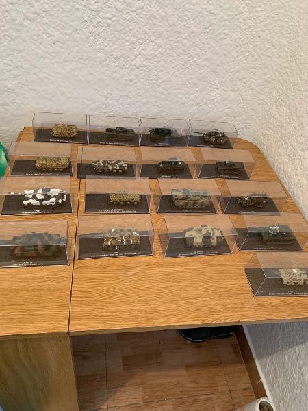 Preciosa colecion de tanques de metal 17 piezas