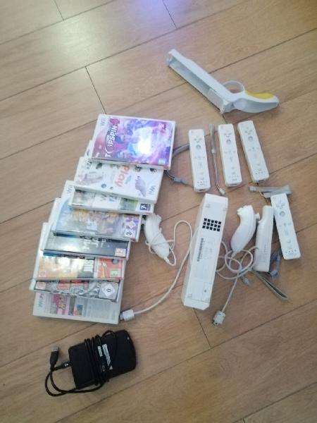 Wii + juegos + guitarra de juego + tv + disco duro