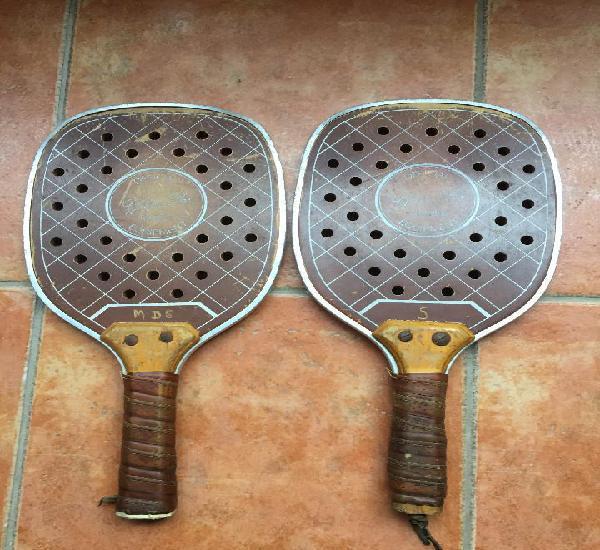2 antiguas raquetas de padel con funda