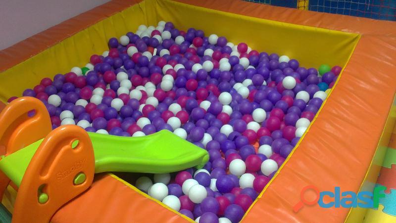 Se traspasa Ludoteca  parque de bolas totalmente equipado. dispone licencias de parque infantil y de 10
