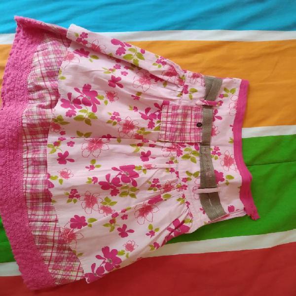 """Minifalda """"mon petit"""" en rosas talla 4/6"""