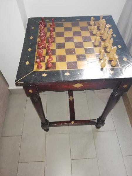 Mesa de ajedrez artesanal