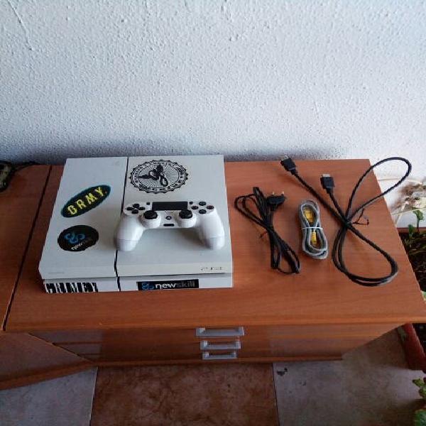 Consola ps4 blanca 500 gb precio algo negociable