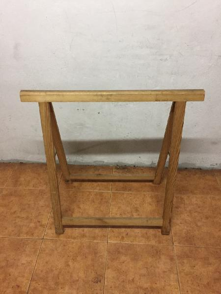 Lote de 6 caballetes de madera de pino para obras