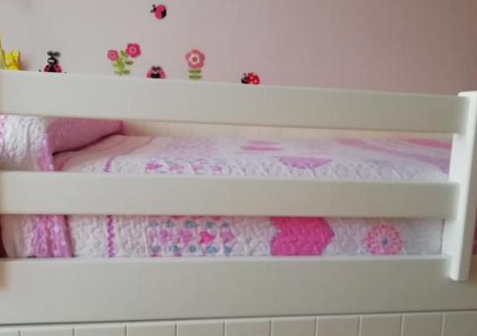 Barra protectora de cama infantil