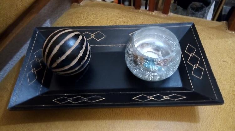 Bandeja madera decoración con vela cristal y bola