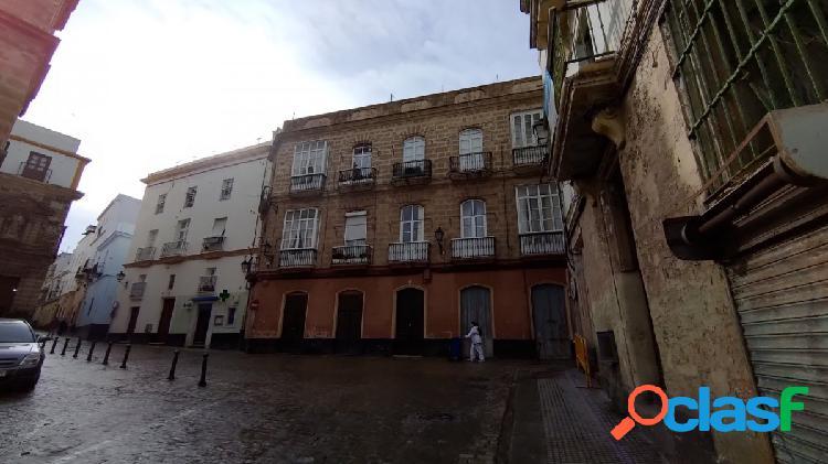 Excelentes locales comerciales con 230 m2, zona casco histórico, magnifica fachada de unos 10 metros