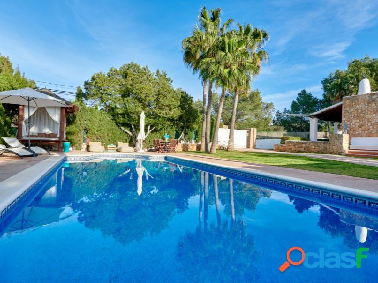 Preciosa villa de estilo ibicenco con parcela de 1000m2 en san agustín