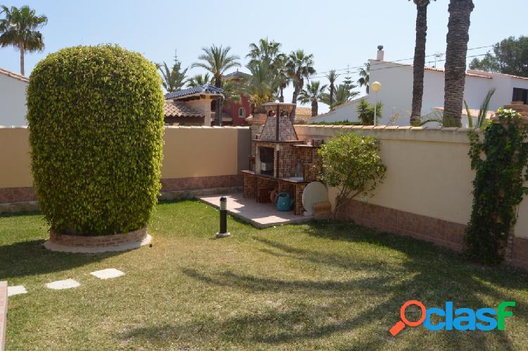 Villa en Cabo Roig todo en una 3