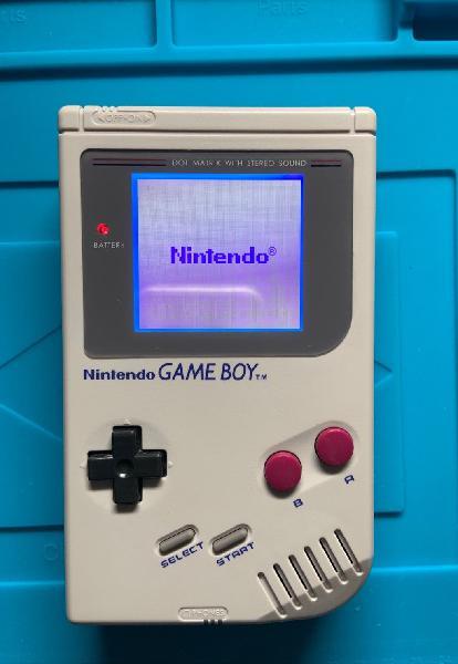 Game boy clásica como nueva.
