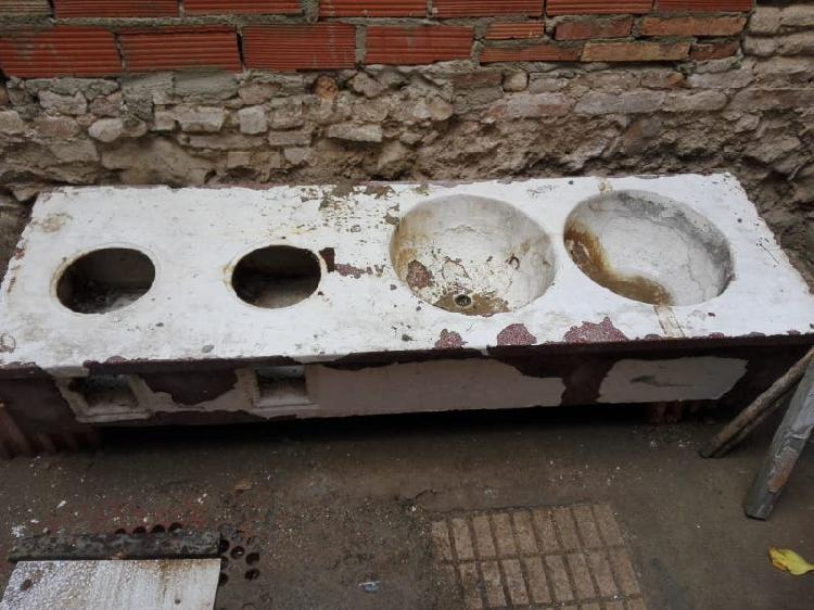 Conjunto de cocína y fregadero antiguo