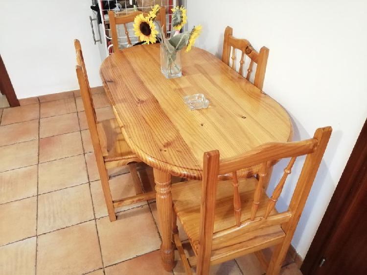 Mesa de pino maciza y 4 sillas