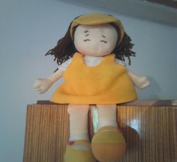 Bonita muñeca,de fieltro, ver fotos