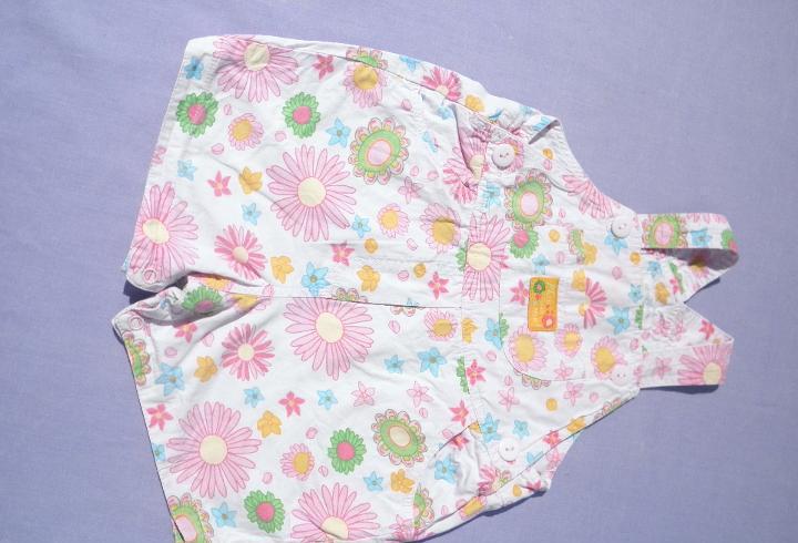 Pantalón peto de flores, para muñeca bebé o reborn