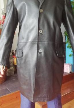 Abrigo 3 1/4 de piel marca versace color negro
