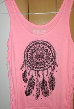 Camiseta de tirantes rosa con atrapasueños