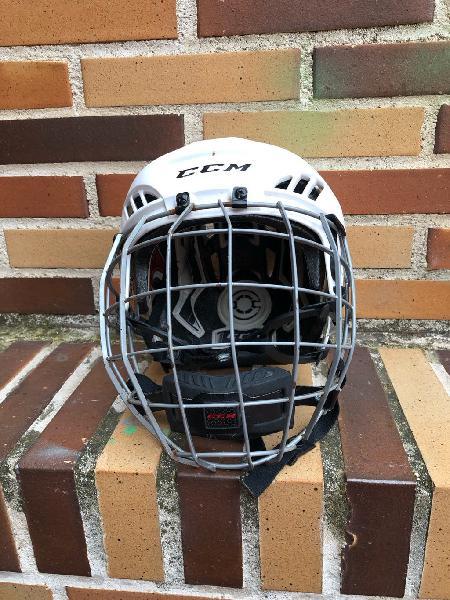 Casco hockey hielo