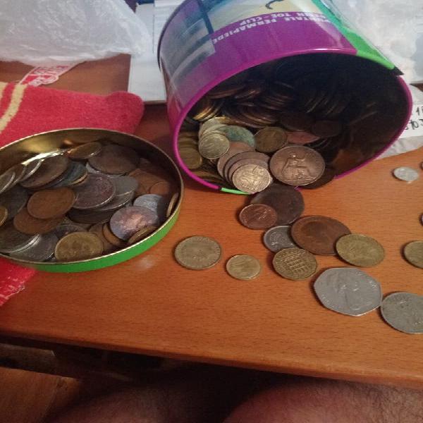Monedas pesetas, francos, centavos, peniques...