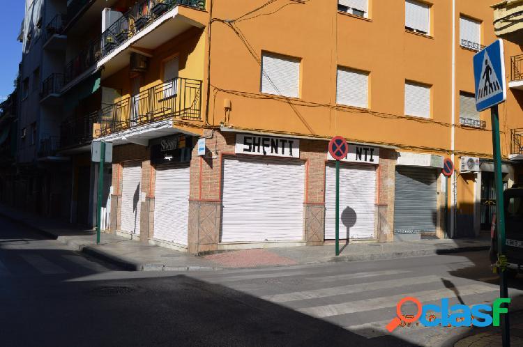 Local comercial en calle Óscar Romero, junto Avenida de Dílar.