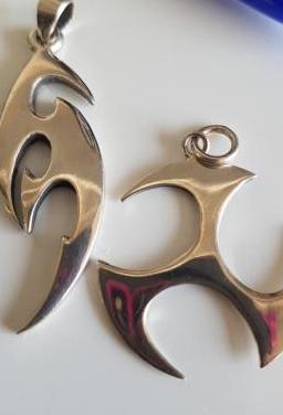 2 colgantes plata símbolos