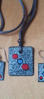 Conjunto colgante y pendientes artesanal