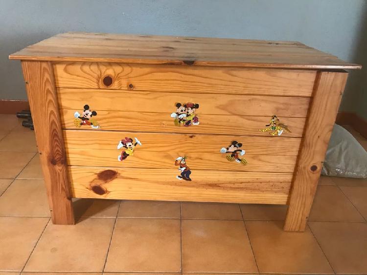 Baúl de madera barnizado para guardar cosas