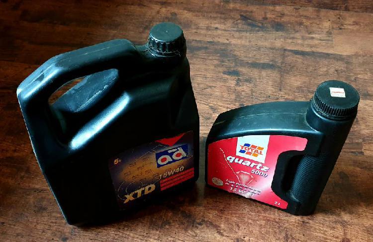Garrafas aceite coche 15w40 y 10w40