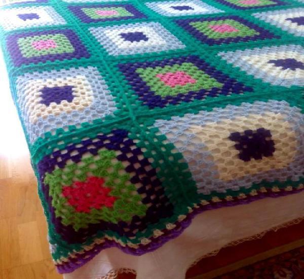 Manta de ganchillo (crochet) verde