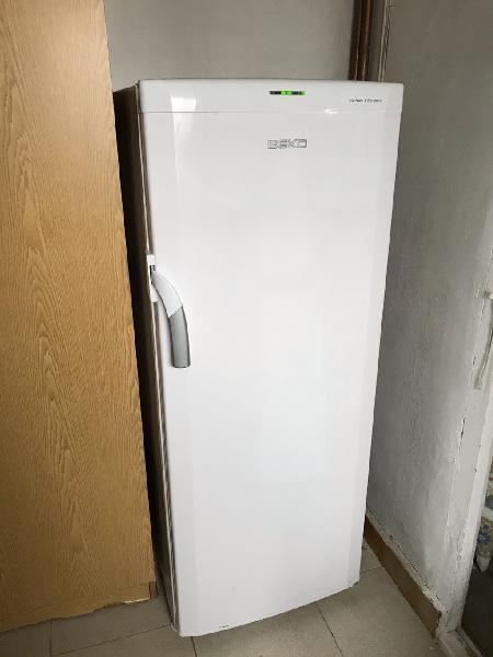 Congelador beko no frost 150x50x50