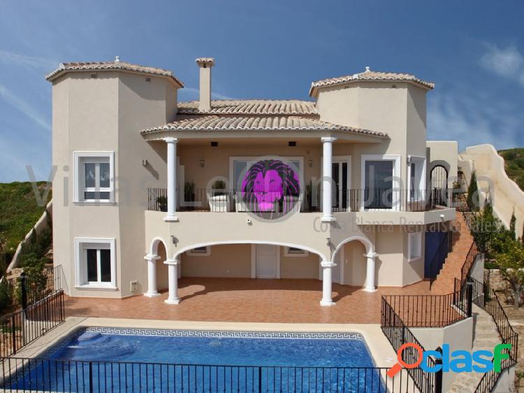 Se vende villa con fantásticas vistas al mar en cumbre del sol benitachell