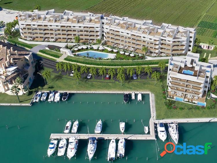 Apartamento de 3 habitaciones en la zona más exclusiva de sotogrande, puerto deportivo.