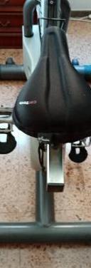 Bicicleta estática de gimnasio