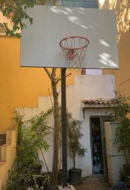 Canasta de baloncesto con anclaje al suelo